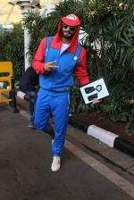 Ranveer Singh snapped at airport on 2nd Dec 2015