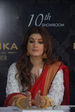 Twinkle Khanna inaugurates RANKA jewelllers 10th showroom at Baner , Pune on 3rd Dec 2015 (43)_566066c0ba342.jpg