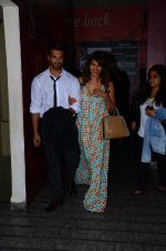Karan Singh Grover and Bipasha Basu snapped at PVR on 4th Dec 2015 (21)_5662d770e8ad6.JPG