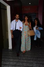 Karan Singh Grover and Bipasha Basu snapped at PVR on 4th Dec 2015 (23)_5662d771ed30f.JPG