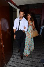 Karan Singh Grover and Bipasha Basu snapped at PVR on 4th Dec 2015 (25)_5662d772e87ee.JPG
