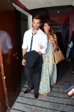 Karan Singh Grover and Bipasha Basu snapped at PVR on 4th Dec 2015 (26)_5662d773db523.JPG