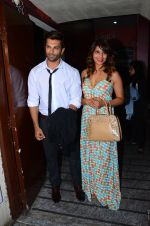 Karan Singh Grover and Bipasha Basu snapped at PVR on 4th Dec 2015 (30)_5662d79e89126.JPG