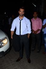 Karan Singh Grover snapped at PVR on 4th Dec 2015 (37)_5662d776eac05.JPG