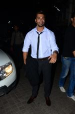 Karan Singh Grover snapped at PVR on 4th Dec 2015 (40)_5662d77a95027.JPG