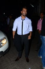 Karan Singh Grover snapped at PVR on 4th Dec 2015 (41)_5662d77b5002a.JPG