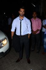 Karan Singh Grover snapped at PVR on 4th Dec 2015 (43)_5662d77cd49b7.JPG