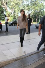 Kareena Kapoor left for Delhi early morning at 630 am on 4th Dec 2015