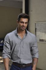 Karan Singh Grover at  Success Party of Hate Story 3 on 5th Dec 2015 (22)_5663a2f5b30d7.JPG