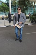 Vivek Oberoi snapped at Airport on 5th Dec 2015 (22)_5663a364935af.JPG