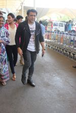 Govinda snapped at the airport on 6th Dec 2015 (10)_5665336f1ae13.JPG