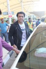 Govinda snapped at the airport on 6th Dec 2015 (12)_56653370bc6a7.JPG