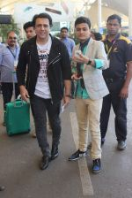 Govinda snapped at the airport on 6th Dec 2015 (9)_5665336e434ea.JPG