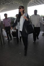 Sonam Kapoor snapped at the airport on 6th Dec 2015