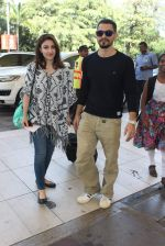 Soha Ali Khan, Kunal Khemu snapoped at airport on 7th Dec 2015 (12)_566693e4c5799.JPG