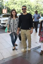 Soha Ali Khan, Kunal Khemu snapoped at airport on 7th Dec 2015 (14)_566693e58c5c0.JPG