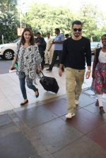 Soha Ali Khan, Kunal Khemu snapoped at airport on 7th Dec 2015 (17)_566693e711343.JPG