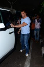 Sohail Khan snapped at airport on 8th Dec 2015 (1)_5667c2816aafc.JPG