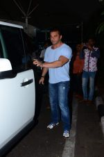 Sohail Khan snapped at airport on 8th Dec 2015 (12)_5667c281f1564.JPG