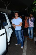 Sohail Khan snapped at airport on 8th Dec 2015 (13)_5667c28296097.JPG
