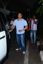 Sohail Khan snapped at airport on 8th Dec 2015 (14)_5667c28337ca2.JPG