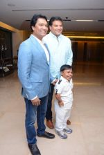 Aditya Srivastava, Dayanand Shetty at CID bash on 9th Dec 2015 (26)_56691d80abeae.JPG