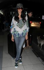 Mallika Sherawat snapped at Airport on 10th Dec 2015 (1)_566a89badb557.JPG