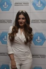 Raveena Tandon meets her school teachers and her favourite vada pav from the canteen on 10th Dec 2015 (18)_566a88bb26ec8.JPG
