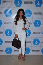Raveena Tandon meets her school teachers and her favourite vada pav from the canteen on 10th Dec 2015 (44)_566a88a00040f.JPG