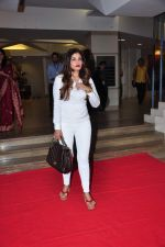 Raveena Tandon meets her school teachers and her favourite vada pav from the canteen on 10th Dec 2015 (47)_566a88a2268f6.JPG