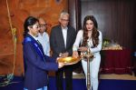 Raveena Tandon meets her school teachers and her favourite vada pav from the canteen on 10th Dec 2015 (58)_566a88a92e592.JPG