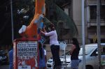 Twinkle Khanna and Gayatri Oberoi paint trees in Juhu on 10th Dec 2015 (19)_566a87fd3a752.JPG