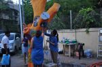 Twinkle Khanna and Gayatri Oberoi paint trees in Juhu on 10th Dec 2015