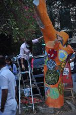Twinkle Khanna paint trees in Juhu on 10th Dec 2015