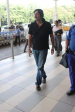 Chunky Pandey snapped at airport on 11th Dec 2015 (9)_566c11b2c228c.JPG