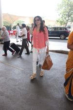 Juhi Chawla snapped at airport on 11th Dec 2015 (19)_566c11bd0658c.JPG