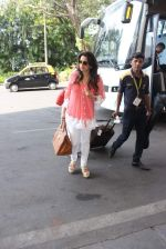 Juhi Chawla snapped at airport on 11th Dec 2015 (20)_566c11bdbee07.JPG