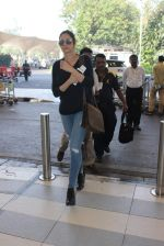 Sridevi snapped at airport on 12th Dec 2015 (20)_566d8c155768a.JPG