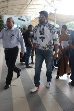 Abhishek Bachchan snapped at airport in Mumbai on 13th Dec 2015