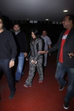 Ekta Kapoor snapped at Airport on 13th Dec 2015 (10)_566e7be273970.JPG