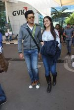 Genelia D Souza, Riteish Deshmukh snapped at airport in Mumbai on 13th Dec 2015 (32)_566e7a20b30bf.JPG