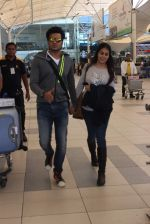 Genelia D Souza, Riteish Deshmukh snapped at airport in Mumbai on 13th Dec 2015 (28)_566e7a1f87c30.JPG