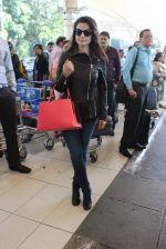 Ameesha Patel snapped at airport on 14th Dec 2015 (30)_566fd35534474.JPG