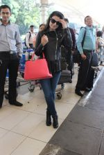 Ameesha Patel snapped at airport on 14th Dec 2015 (32)_566fd356727cd.JPG