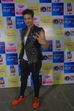 Himmanshoo Malhotra at Mirchi Top 20 on 14th Dec 2015 (32)_566fd572e99fb.JPG