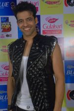 Himmanshoo Malhotra at Mirchi Top 20 on 14th Dec 2015 (31)_566fd5724710b.JPG