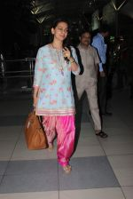 Juhi Chawla snapped at airport on 14th Dec 2015 (5)_566fd3808a7fd.JPG
