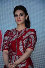 Kriti Sanon at Dilwale music celebrations by Sony Music on 14th Dec 2015 (71)_566fd7c4130a4.JPG