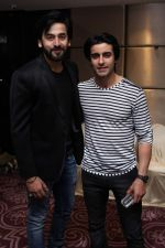 Shashank Vyas and Gautam Rode at Bikramjeet_s bday bash for mom on 14th Dec 2015_566fd3be603cb.jpg