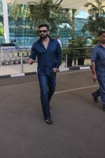 Sunil Shetty snapped at airport on 14th Dec 2015